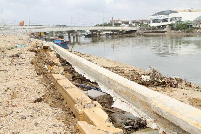 Kè sông gần 12 tỷ đồng rỗng ruột, đổ tuột xuống sông - Ảnh 7.