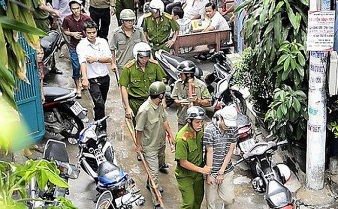 Thanh niên ngáo đá cầm dao gây náo loạn tại quận trung tâm TP HCM