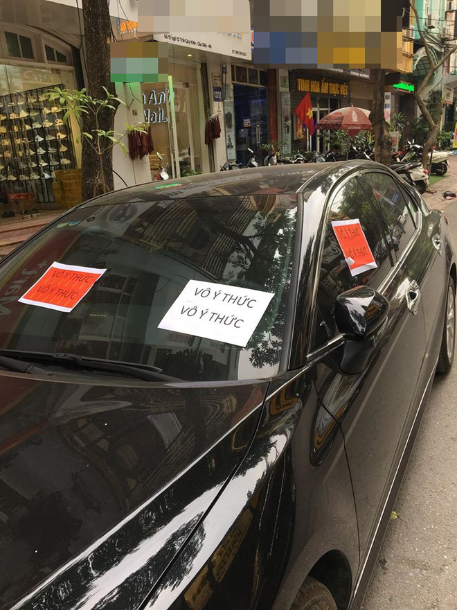 Đỗ xe thiếu ý thức, chủ xe sang nhận ngay 3 tờ giấy thông báo: Đọc nội dung liền xấu hổ - Ảnh 1.