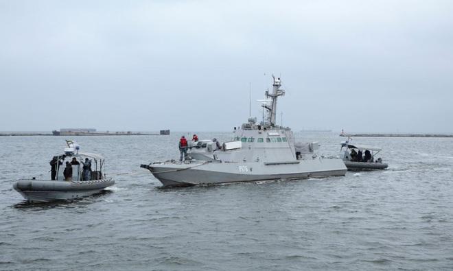 Nga lột sạch tàu chiến Ukraine trước khi trao trả: Đến nhà vệ sinh cũng bị tháo bỏ! - Ảnh 1.