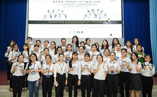 Á hậu Thùy Dung: Sách quý giúp bạn trẻ nung chí khởi nghiệp