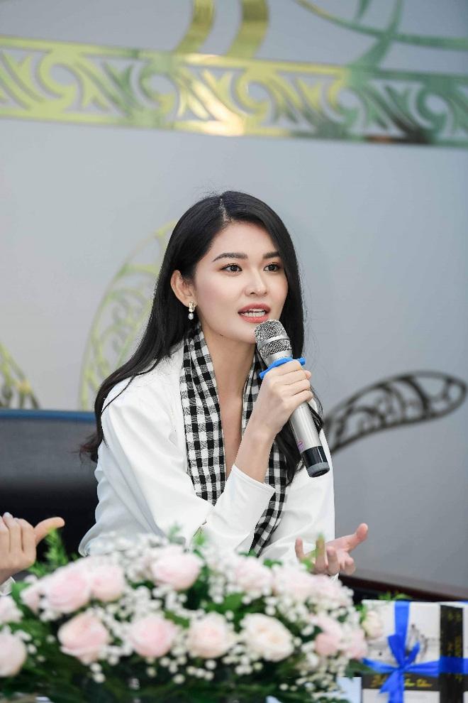 Á hậu Thùy Dung: Sách quý giúp bạn trẻ nung chí khởi nghiệp - Ảnh 2.