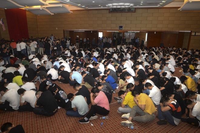 Bắc Kinh nói gì về vụ Malaysia đột kích, bắt tại trận 680 công dân Trung Quốc? - Ảnh 1.