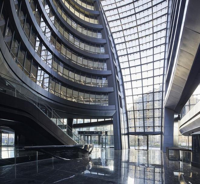 Mục sở thị tòa nhà có giếng trời cao nhất thế giới - Ảnh 4.