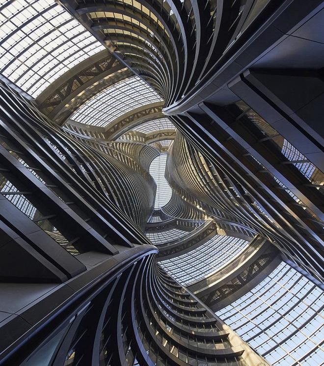 Mục sở thị tòa nhà có giếng trời cao nhất thế giới - Ảnh 6.