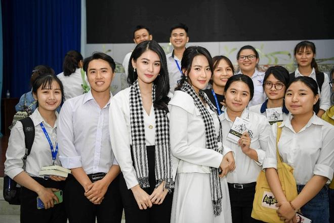 Á hậu Thùy Dung: Sách quý giúp bạn trẻ nung chí khởi nghiệp - Ảnh 6.