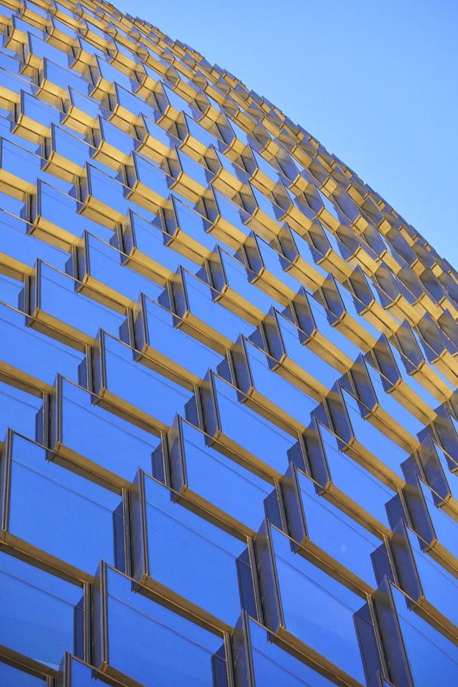 Mục sở thị tòa nhà có giếng trời cao nhất thế giới - Ảnh 8.