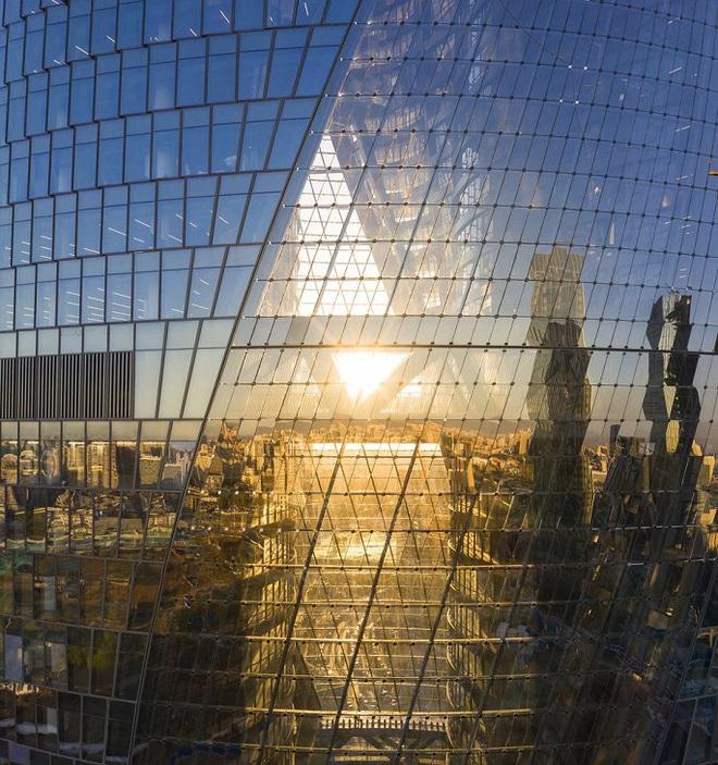 Mục sở thị tòa nhà có giếng trời cao nhất thế giới - Ảnh 9.