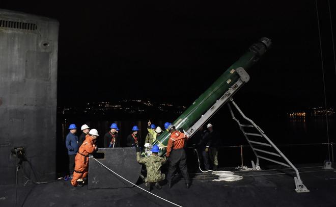 Tàu ngầm tấn công Mỹ chất đầy ngư lôi giăng lưới bủa vây tàu ngầm Nga - Ảnh 1.