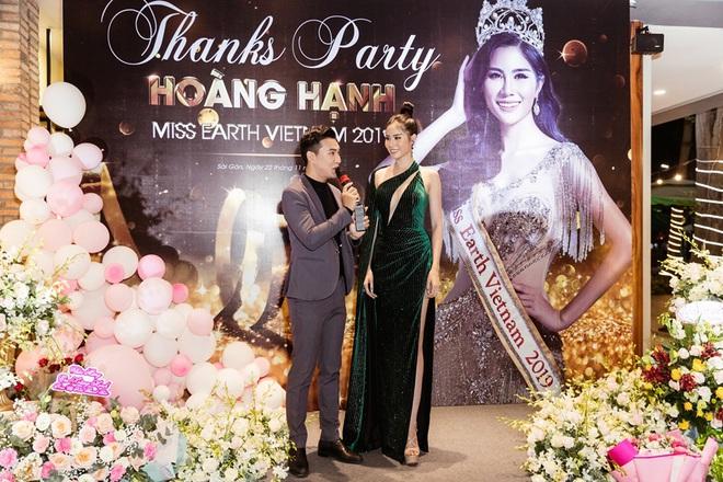Hoàng Hạnh diện váy 'khoét hình trái tim', khoe khéo vòng một khủng tại sự kiện - Ảnh 10.