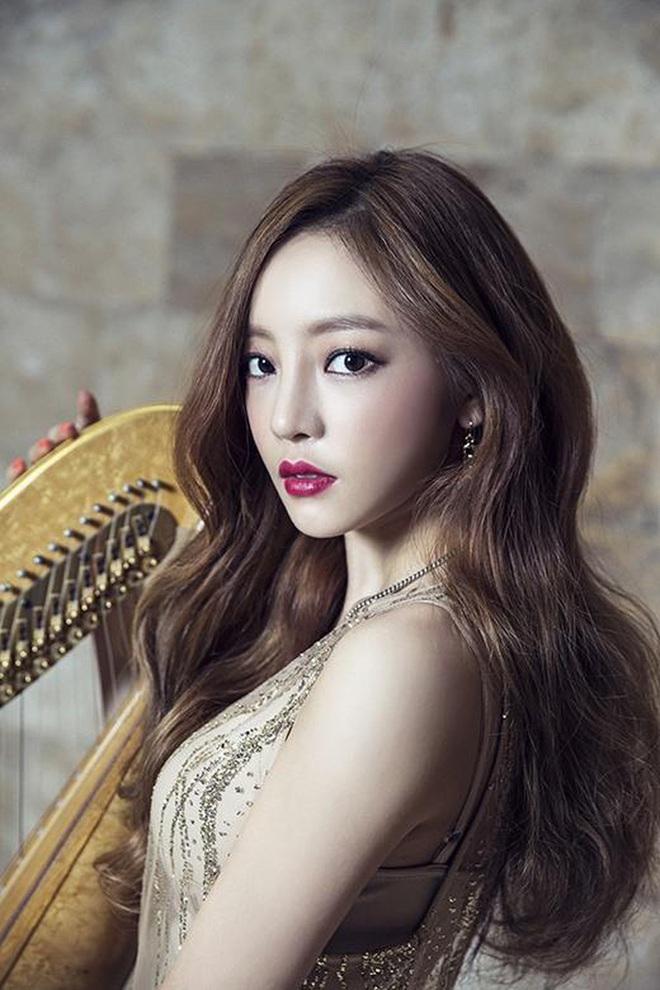 Showbiz Hàn tiếp tục đón nhận tin buồn: Nữ ca sĩ 28 tuổi bị phát hiện đã qua đời tại nhà riêng - Ảnh 2.