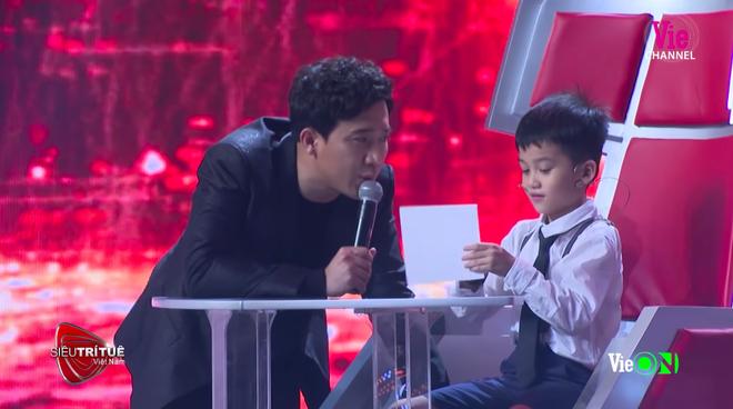 Siêu trí tuệ Việt Nam: Thần đồng 7 tuổi và nước mắt của người bố ước con như bao đứa trẻ bình thường - Ảnh 4.