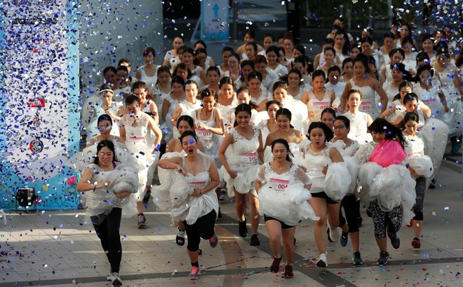24h qua ảnh: Cuộc thi chạy dành cho các cô dâu sắp cưới ở Thái Lan