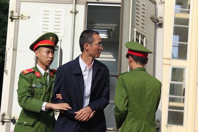 Hoãn phiên xử giai đoạn 2 vụ đánh bạc nghìn tỷ do vắng mặt cựu Bộ trưởng Trương Minh Tuấn - Ảnh 1.