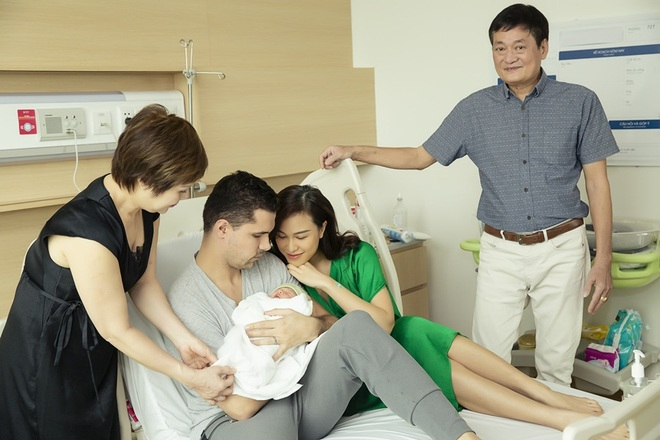 Chồng Tây một tay chăm Phương Mai và con trai mới sinh - Ảnh 5.