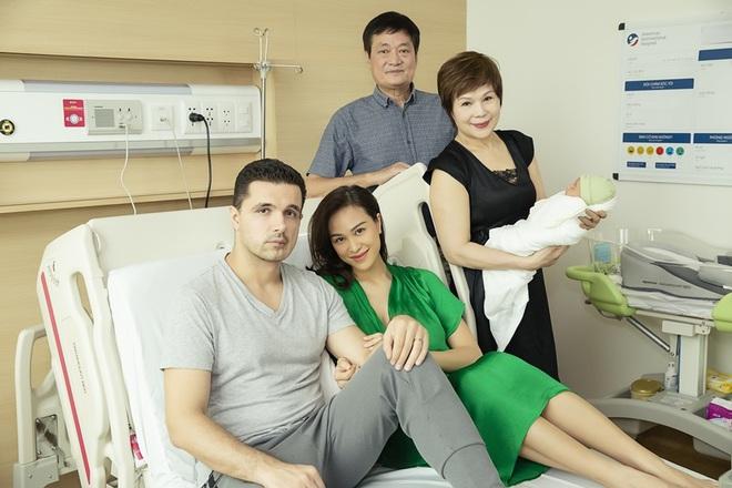 Chồng Tây một tay chăm Phương Mai và con trai mới sinh - Ảnh 8.