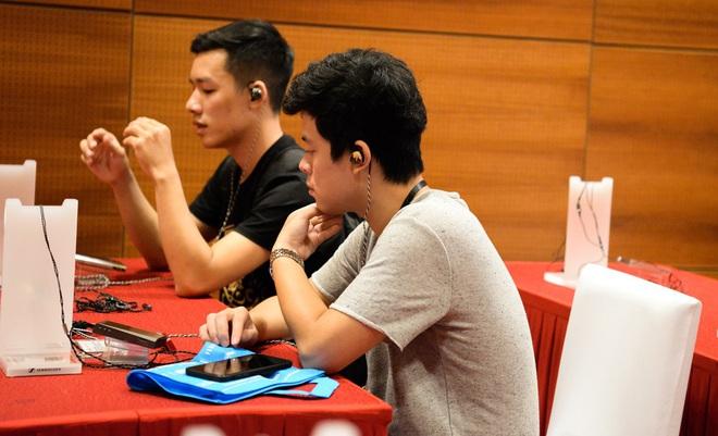 Cận cảnh bộ đôi siêu tai nghe đắt nhất thế giới tại Hà Nội - Ảnh 8.