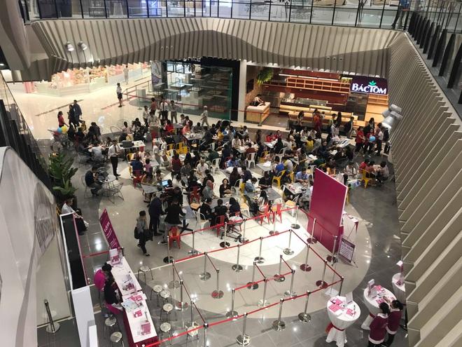 Người dân Hà Nội bỏ làm đổ xô về Aeon Mall Hà Đông trong ngày đầu khai trương - Ảnh 11.