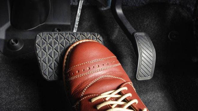 Mẹo kiểm tra hệ thống phanh ô tô để đảm bảo xe luôn an toàn - Ảnh 2.