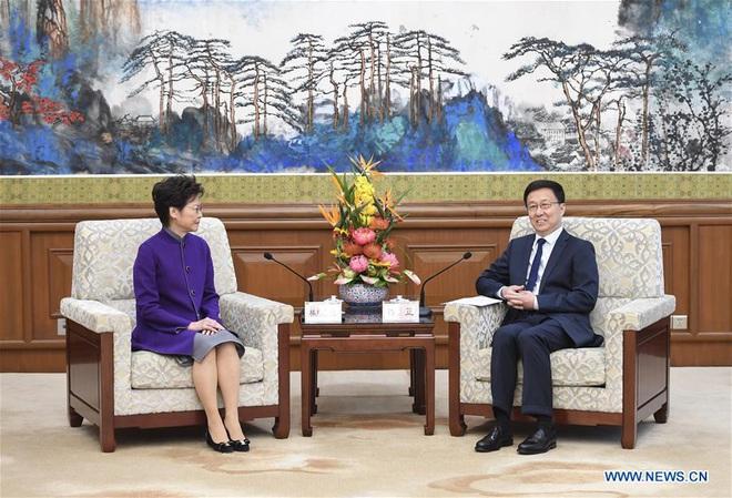 Reuters: Hé lộ đại bản doanh lãnh đạo TQ xử lý khủng hoảng Hồng Kông, hàng ngày báo cáo trực tiếp ông Tập - Ảnh 3.