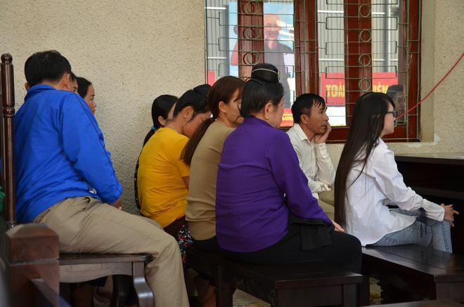 Mẹ nữ sinh giao gà ở Điện Biên bị tuyên 20 năm tù, 2 vợ chồng Vì Thị Thu lĩnh án chung thân - Ảnh 9.