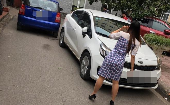 Nữ tài xế va quệt với ô tô khác trên đường và mảnh giấy nhắn gây chú ý