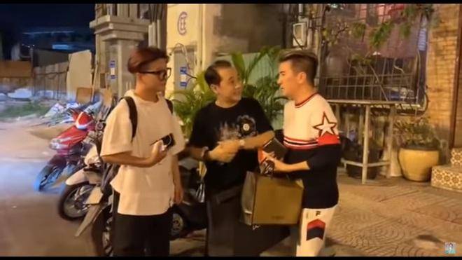 Đàm Vĩnh Hưng, Vũ Hà nửa đêm đến thăm Thành Lộc và tặng quà đắt tiền - Ảnh 3.
