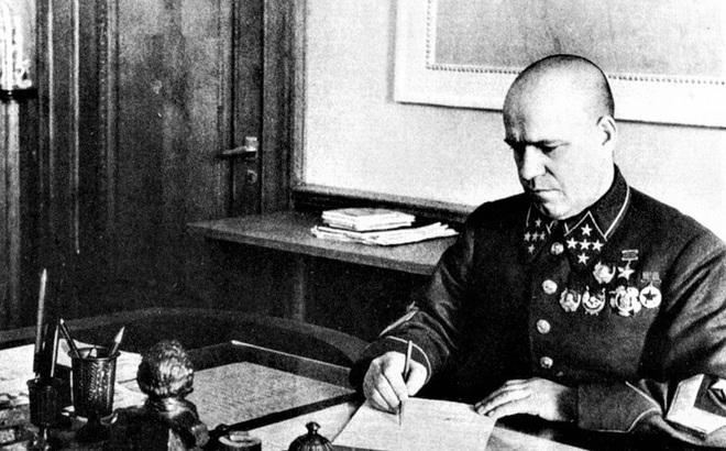 """Điệp viên Đức mang mật danh 438 đã """"qua mặt"""" Stalin như thế nào?"""