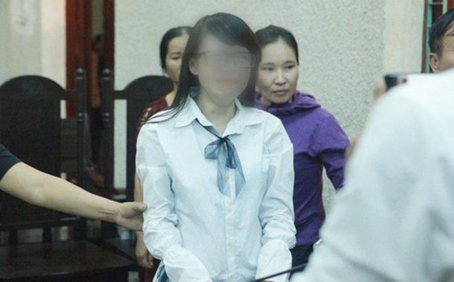 """Mẹ bị tuyên 20 năm tù, chị gái nữ sinh giao gà khóc nức nở nói """"mẹ tôi bị oan"""""""