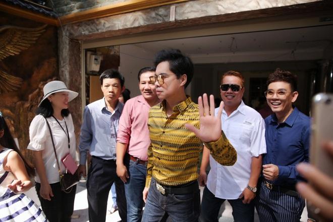 Hàng trăm người kéo đến biệt thự triệu đô xin gạo gây hỗn loạn, Ngọc Sơn phải xin lỗi hàng xóm  - Ảnh 12.