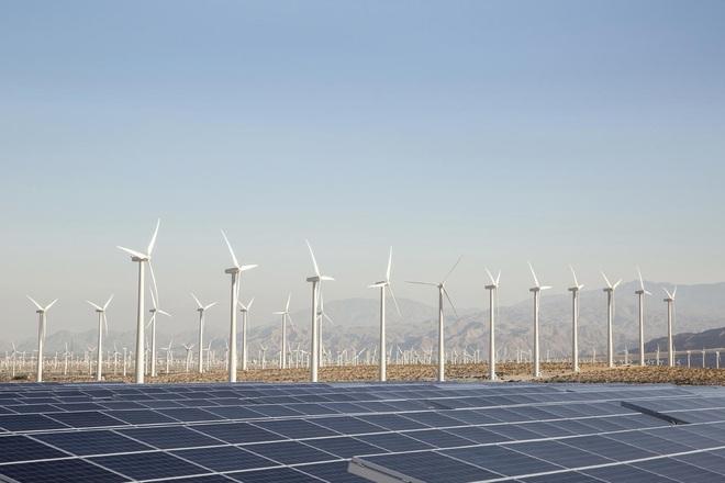 Điện mặt trời đã giúp giảm giá điện tại Mỹ so với hơn 10 năm trước - Ảnh 1.
