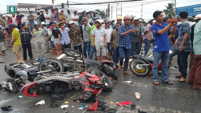 Tài xế lái xe container đâm hàng loạt xe chờ đèn đỏ khiến 4 người chết, 25 người bị thương lãnh 12 năm tù - Ảnh 1.