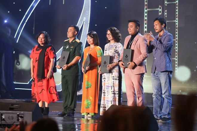 Đạo diễn Cua lại vợ bầu thắng giải Biên kịch xuất sắc nhất tại LHP Việt Nam 2019 - Ảnh 1.