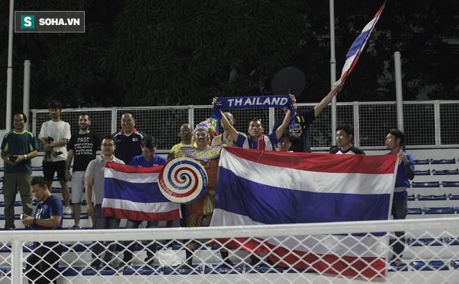 """""""Hủy diệt"""" Brunei, CĐV đặc biệt nhất Thái Lan hào hứng hẹn Việt Nam ở chung kết SEA Games"""