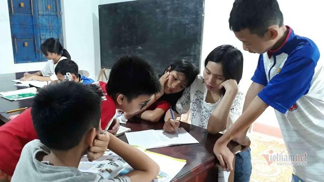 Cô giáo Quảng Trị 8 năm dạy tiếng Anh miễn phí cho học sinh - Ảnh 4.