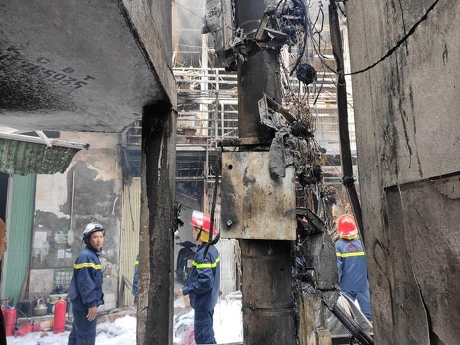 Hà Nội: Nổ bình gas gây ra cháy lớn trên phố Bùi Ngọc Dương - Ảnh 5.