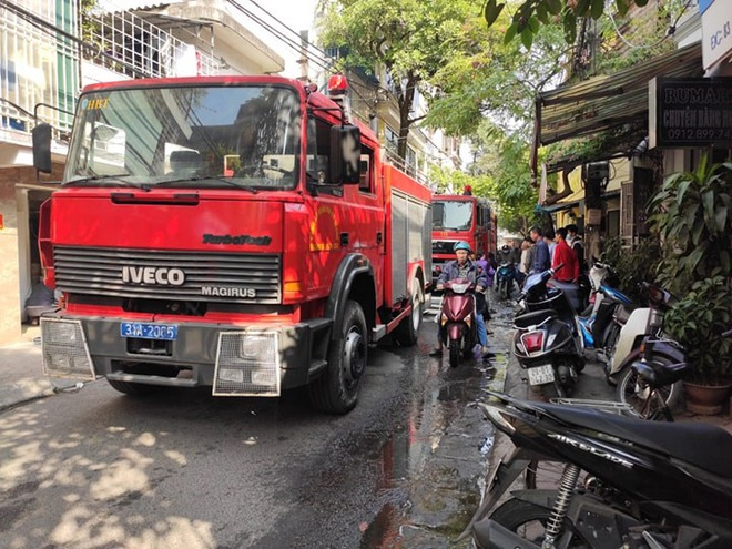 Hà Nội: Nổ bình gas gây ra cháy lớn trên phố Bùi Ngọc Dương - Ảnh 7.