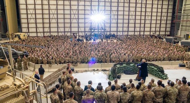 Tiết lộ hậu trường chuyến đi bí mật đến Afghanistan của TT Trump: Kế hoạch đánh lừa dư luận hoàn hảo - Ảnh 3.