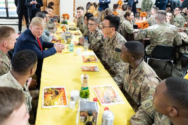 Tiết lộ hậu trường chuyến đi bí mật đến Afghanistan của TT Trump: Kế hoạch đánh lừa dư luận hoàn hảo - Ảnh 1.