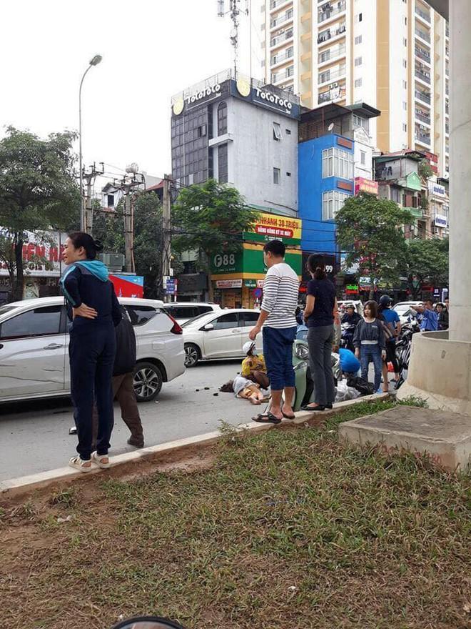 Nghi tài xế ngủ gật lái ô tô đâm liên hoàn trên đường Hà Nội, 3 người bị thương - Ảnh 3.