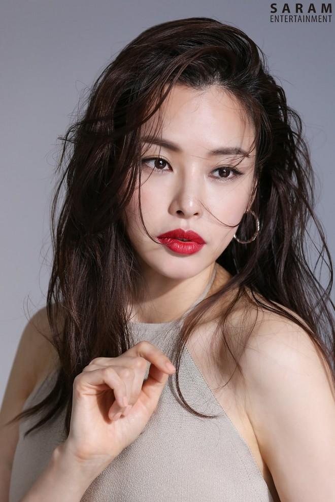 Vẻ đẹp nóng bỏng của Hoa hậu đẹp nhất Hàn Quốc là tiến sĩ âm nhạc, có xuất thân danh giá - Ảnh 17.