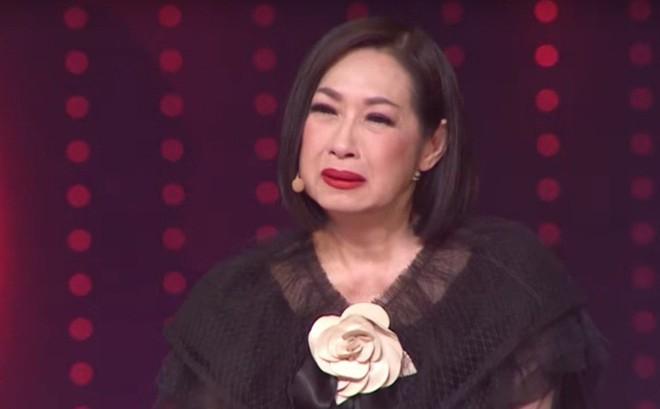 Danh ca Ý Lan bật khóc trước chuyện tình đồng giới bi đát của Ôn Vĩnh Quang