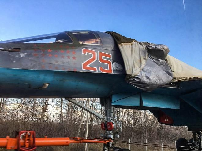 Ngỡ ngàng cảnh Su-34 không cánh chạy trên đường quốc lộ Nga - Ảnh 2.