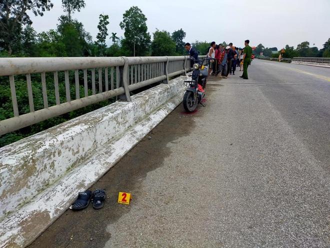 Nghi vấn nữ sinh để lại thư tuyệt mệnh cùng xe điện trên cầu rồi nhảy tự tử - Ảnh 2.