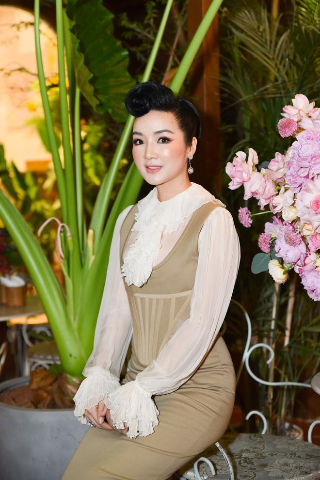 Ninh Dương Lan Ngọc mặc sexy, bối rối khi bị yêu cầu khoe giọng hát - Ảnh 12.