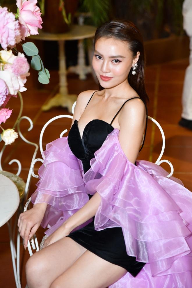 Ninh Dương Lan Ngọc mặc sexy, bối rối khi bị yêu cầu khoe giọng hát - Ảnh 3.