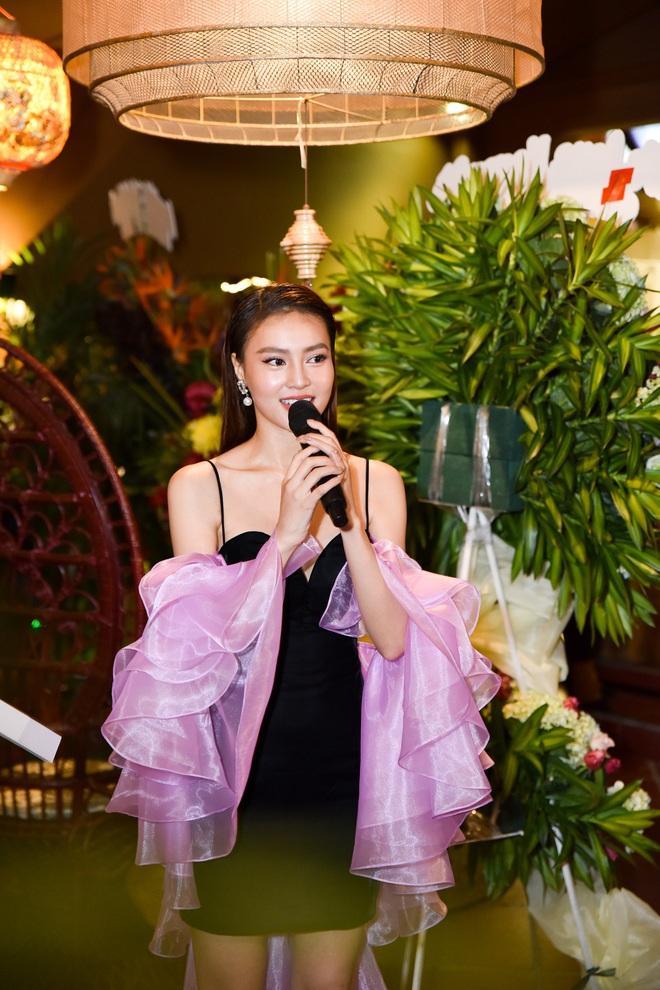 Ninh Dương Lan Ngọc mặc sexy, bối rối khi bị yêu cầu khoe giọng hát - Ảnh 5.