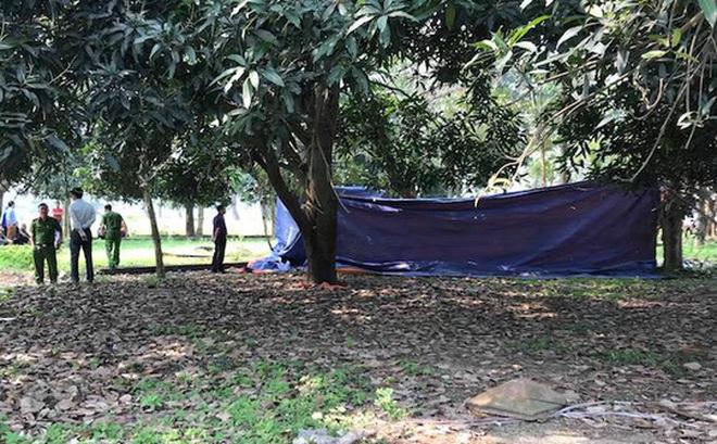 Thiếu phụ chụp ảnh cầm lá ngón gửi cho người thân trước khi tự tử trong rừng