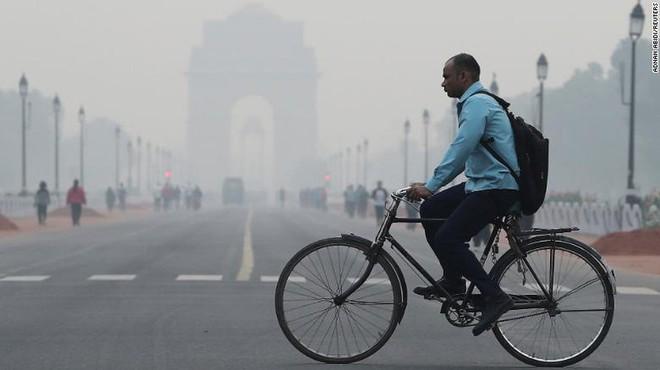 Máy bay phải chuyển hướng vì ô nhiễm không khí quá nặng - Ảnh 1.