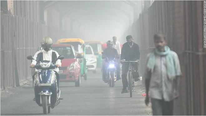 Máy bay phải chuyển hướng vì ô nhiễm không khí quá nặng - Ảnh 2.